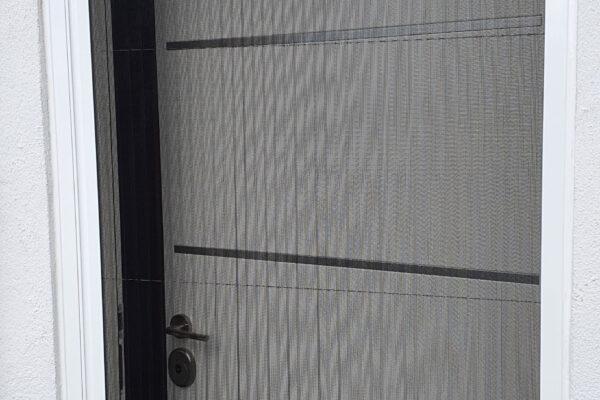 puerta con mosquitera en castellon